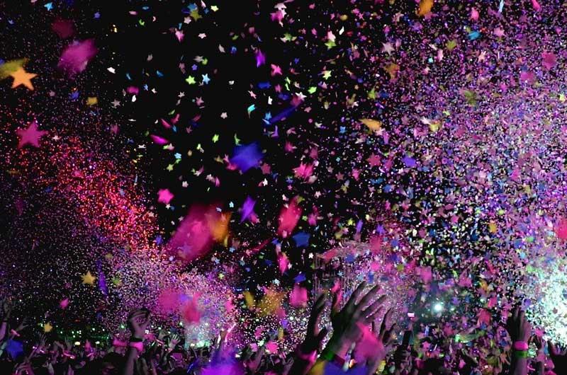 Festival concert confettis douche chaude